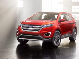 Ein roter Ford Edge Concept steht 2013 in einer Fabrikhalle.