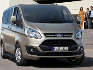 Der acht- oder neunsitzige Ford Tourneo Custom empfiehlt sich als Fahrzeug für die luxuriöse Beförderung von Fahrgästen.