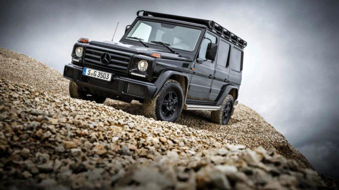 Mercedes-Benz G 350 d Professional; Exterieur: obsidianschwarz; Professional Offroad-Paket, im Schottergelände