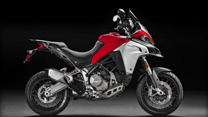 Eine rote Ducati Multistrada 1200 Enduro des Modelljahres 2016