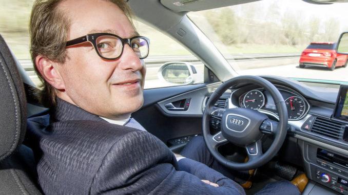 Pilotiertes Fahren: Autobahnfahrt auf der A9 mit Bundesverkehrsminister Alexander Dobrindt im April 2015