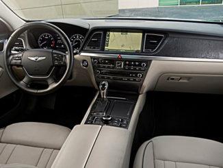 Beiges Interieur eines Hyundai Genesis, Modelljahr 2016.