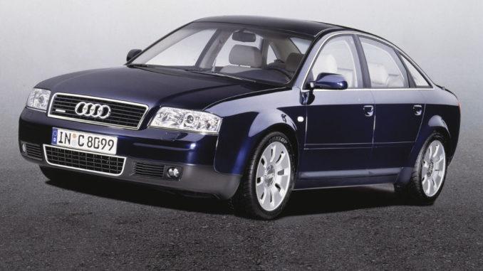 Studioaufnahme eines blauen Audi A6 C5.