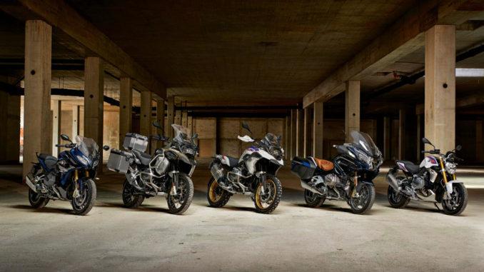 BMW Motorrad R 1250 Familie (11/2018) aufgenommen in einer Lagerhalle.