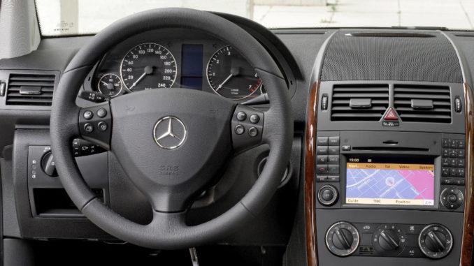 Mercedes-Benz A 170 ELEGANCE der Baureihe 169 (seit 2004), Cockpit, Foto nach der Modellpflege aus dem Jahr 2008.