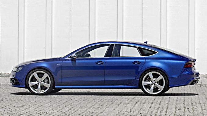 Farbe Audi S7 Sportback: Sepangblau steht 2014 vor einer Mauer.