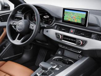 Innenraum eines Audi A5 Sportback mit brauner Lederausstattung.