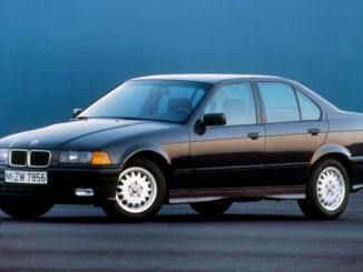 Schwarzer BMW 3er Reihe, Baureihe E36, Produktion 1990-1998, (05/2015)