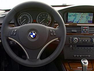 Cockpit eines BMW 3ers (E90) im Juni 2008