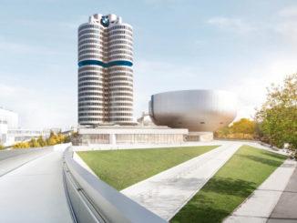 Blick von der Fußgängerbrücke zur BMW-Welt auf die Konzernzentrale und das BMW-Museum.