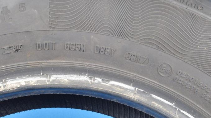 Die komplette DOT inklusive des Produktionsdatums ist nur auf einer Seitenwand sichtbar. Hier die Abbildung zum Rückruf für den Contipremiumcontact 5 vom August 2018.
