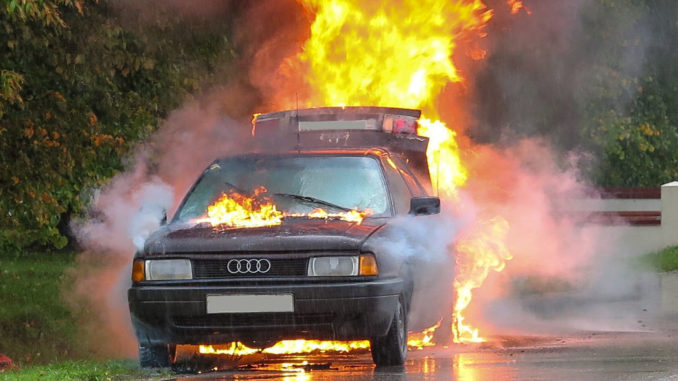 autounfall feuer straße unfall auto transport