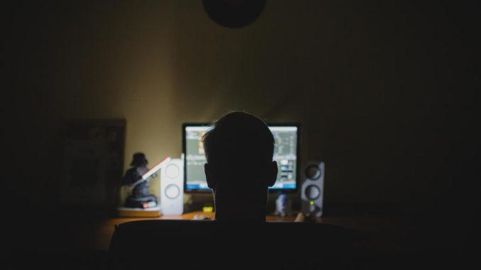 arbeit schreibtisch computer nacht hacker anonym
