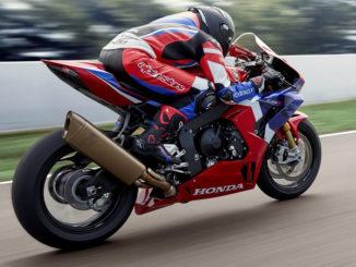 Eine Honda Fireblade fährt 2020 auf einer Rennstrecke