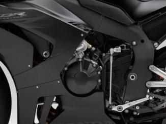 Detailaufnahme einer schwarzen Honda Fireblade (2020 HONDA CBR1000RR-R).