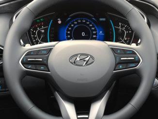 Lenkrad des Hyundai Santa Fe 2018.