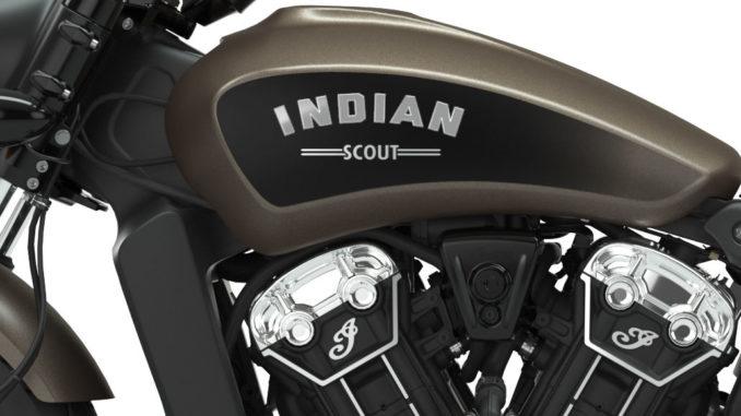 Grooßaufnahme des Tanks einer bronzenen Indian Scout Bobber MY2019