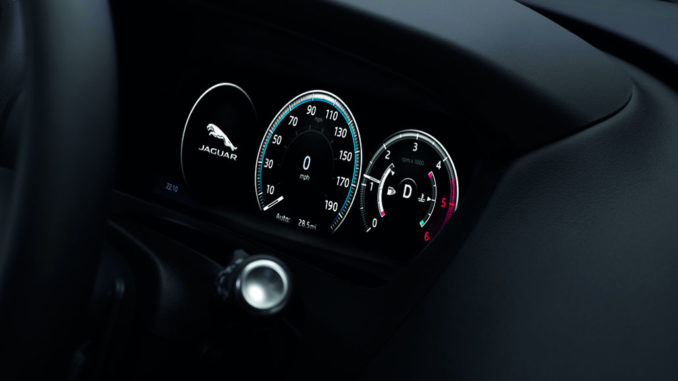 14 September 2015 Jaguar Reveals the All-New F-PACE - TFT-Display