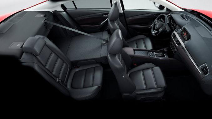 Innenraum in schwarz eines Mazda6