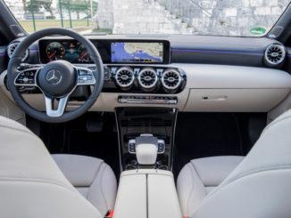 Interieur eines Mercedes-Benz A 180 d, Progressive, mountaingrau, Leder macchiatobeige/schwarz, aufgenommen 2018.