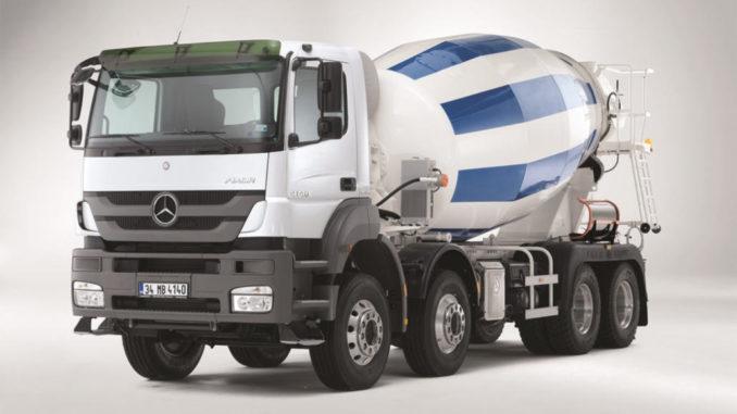 Der Mercedes-Benz Axor 4140 mit Betonmischer-Aufbau für den Einsatz in der Baubranche.