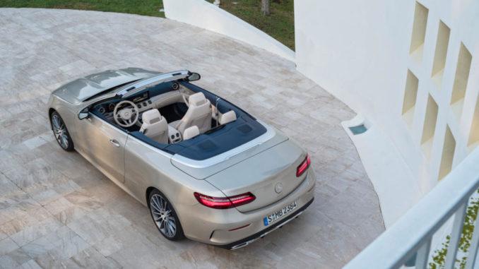 Mercedes-Benz E-Klasse Cabriolet; 2017; Exterieur: aragonitsilber metallic, AMG Line; Interieur: yachtblau / macchiatobeige; Zierteile: Holz sen hellbraun glänzend