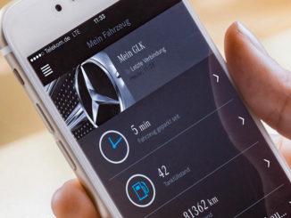 Smartphone mit der Startseite des Kundenportals. Für insgesamt 24 Pkw-Baureihen ab Baujahr 2002 lässt sich ab Frühjahr 2016 beim Mercedes-Benz Partner der Mercedes connect me Adapter nachrüsten.