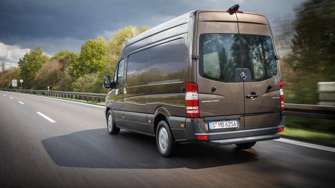 Mercedes-Benz Sprinter 311 CDI; Exterieur; dolomitbraun metallic; OM 651 mit 84 kW/114 PS; 2,15 L Hubraum; 7G-Tronic Plus; Radstand: 3665 mm; 3,5 Tonnen, aufgenommen im April 2016.