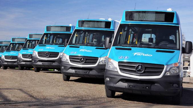 Blaue Mercedes Sprinter City 35 für die öffentlichen Taneo-Nahverkehrslinien auf Neukaledonien.
