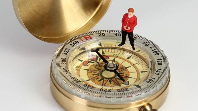 kompass richtung miniaturfiguren politik merkel