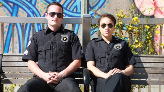 Polizei Körper Kamera Bank sitzen warten