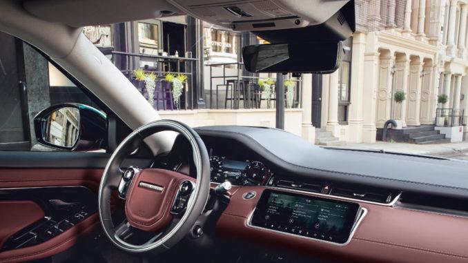 Cockpit des Range Rover Evoque, aufgenommen im Herbst 2018.