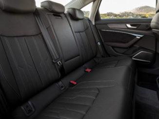 Rückbank eines Audi A6 (C8 / 4K) in schwarzem Leder, fotografiert 2018