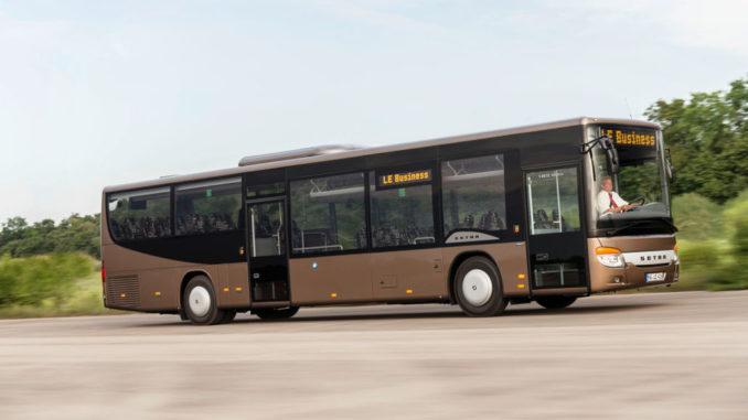 Ein brauner Setra S 416 LE business auf einer Testfahrt 2017. Der Bus ist ein Low Entry Mitglied der MultiClass.
