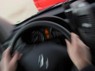 Cockpit eines Mercedes Sprinter kurz vor dem Aufprall auf ein anderers Fahrzeug. Unfall von 2013.