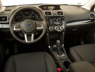 Innenraum eines Subaru Forester des Modelljahres 2018.