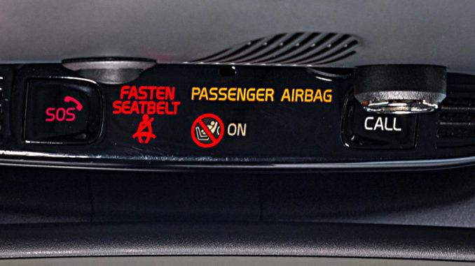 Notrufleiste im Volvo S90 Modelljahr 2018 mit SOS- und On Call-Button.