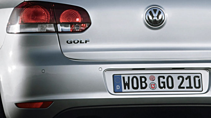 8. September 2008: Heck eines silbernen Volkswagen Golf (6. generation)
